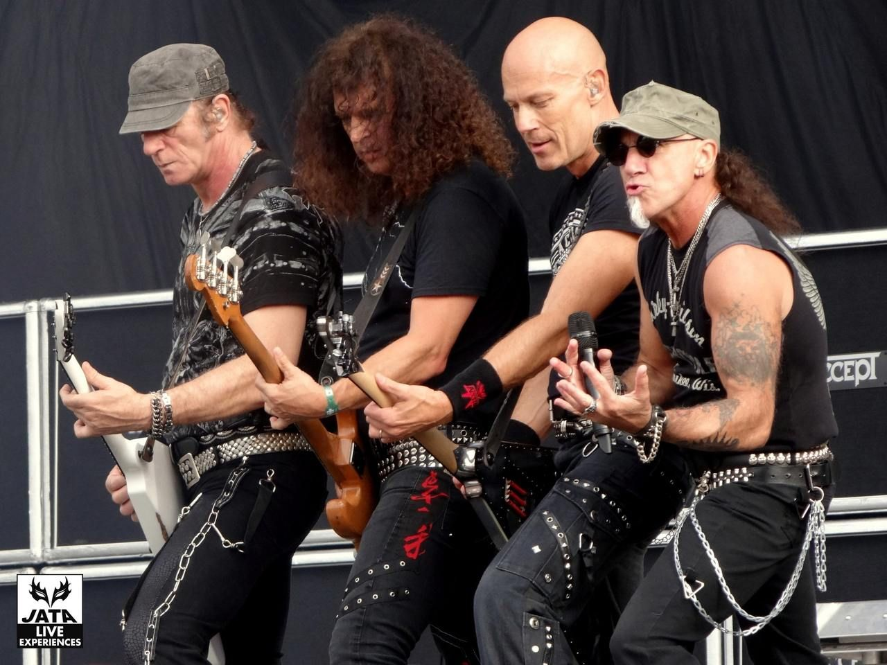 Accept - The Abyss (Live) www.youtube.com/embed/xKAWN2QIdbo