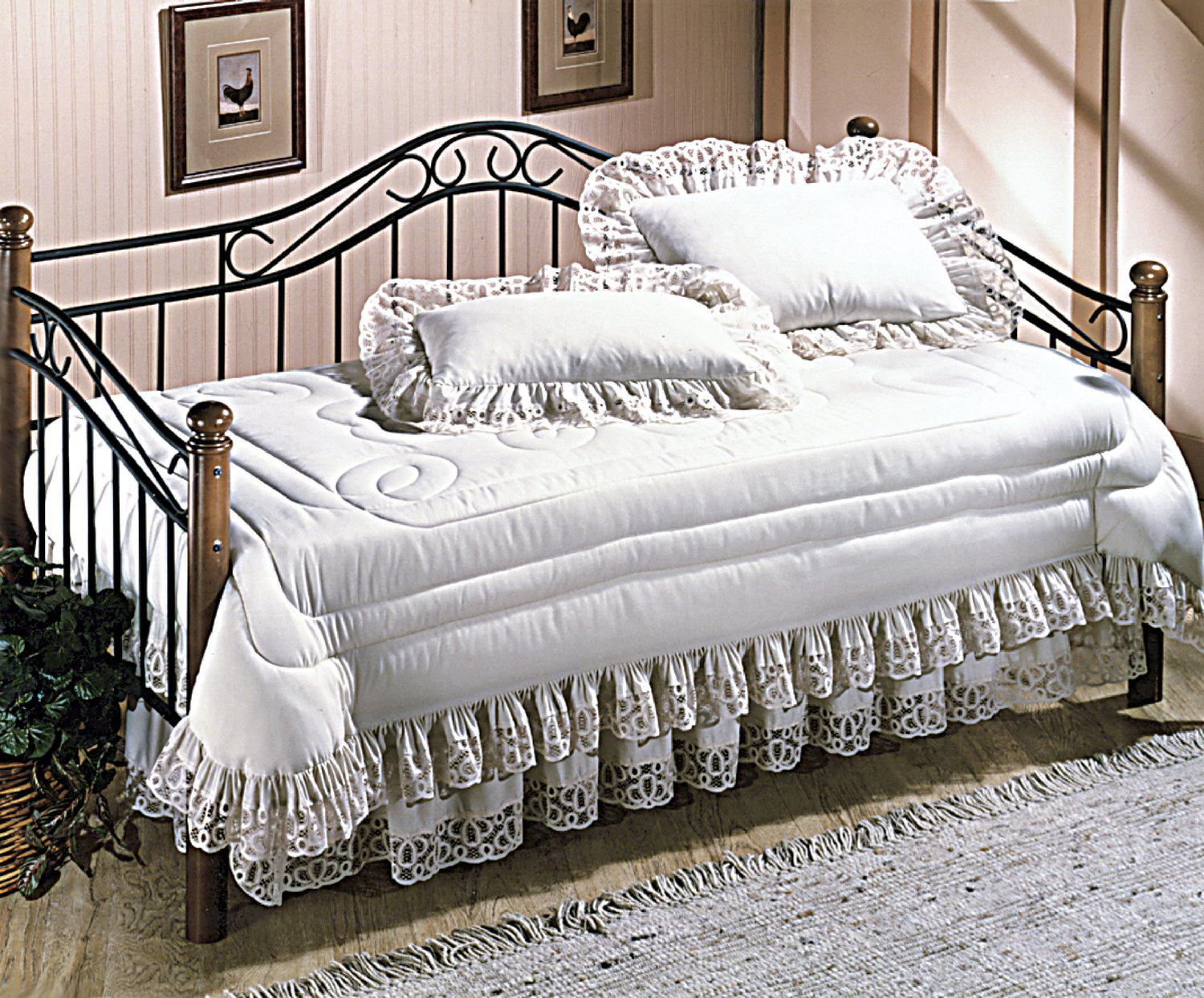 Winsloh Metal Daybed Frame with Overnighter Package