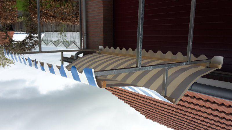 Marktkraam gegalvaniseerd staal met blauw wit pvc zeil lintsen