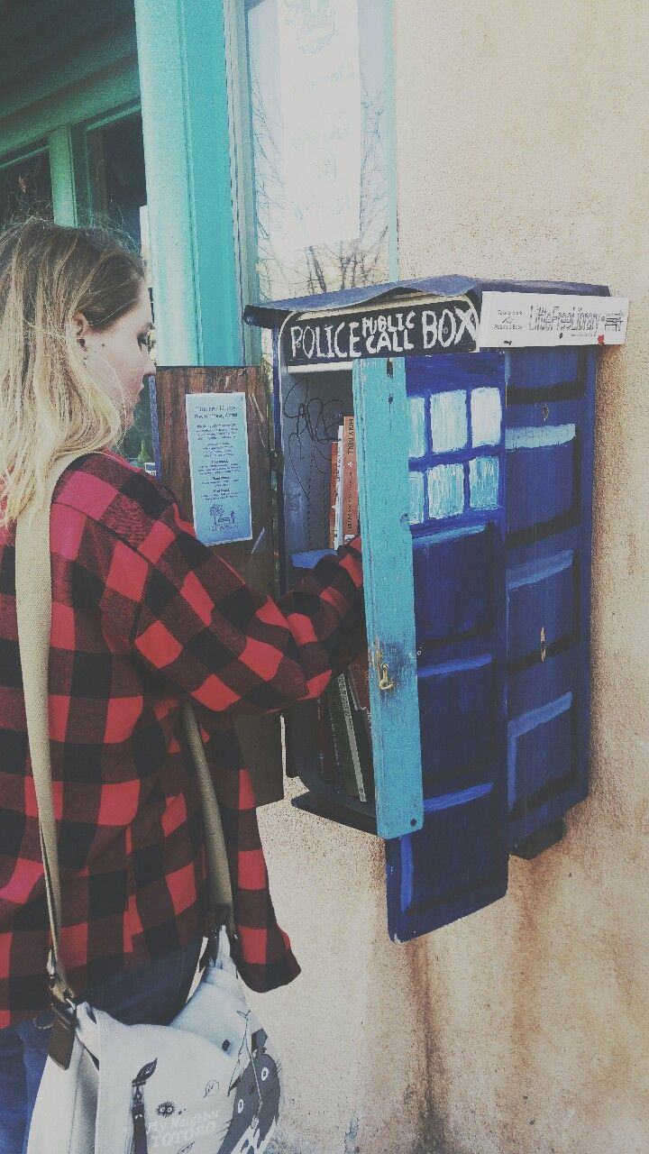 crimsonsoul:   Found a little TARDIS Library in...