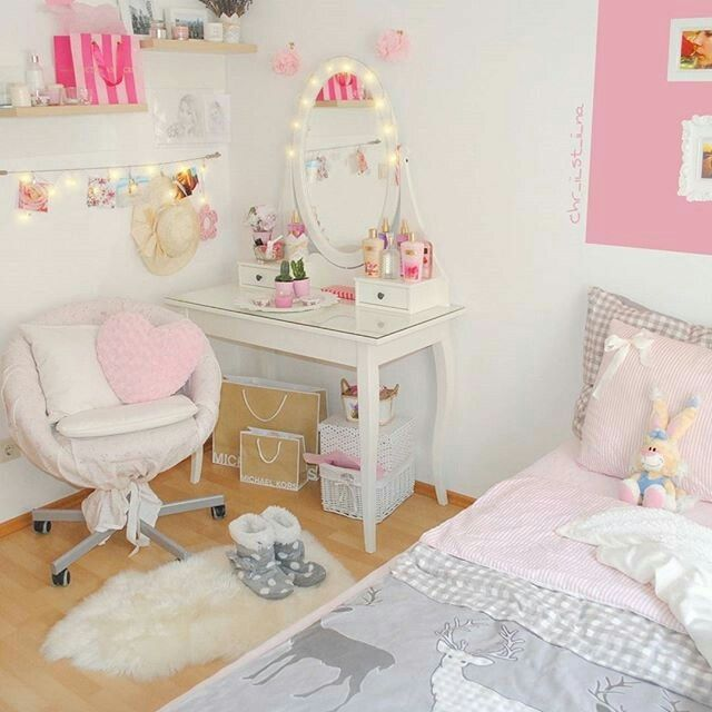 Pin by Ava Strout on Room decor | Pinterest | Room, Bedrooms and ...
