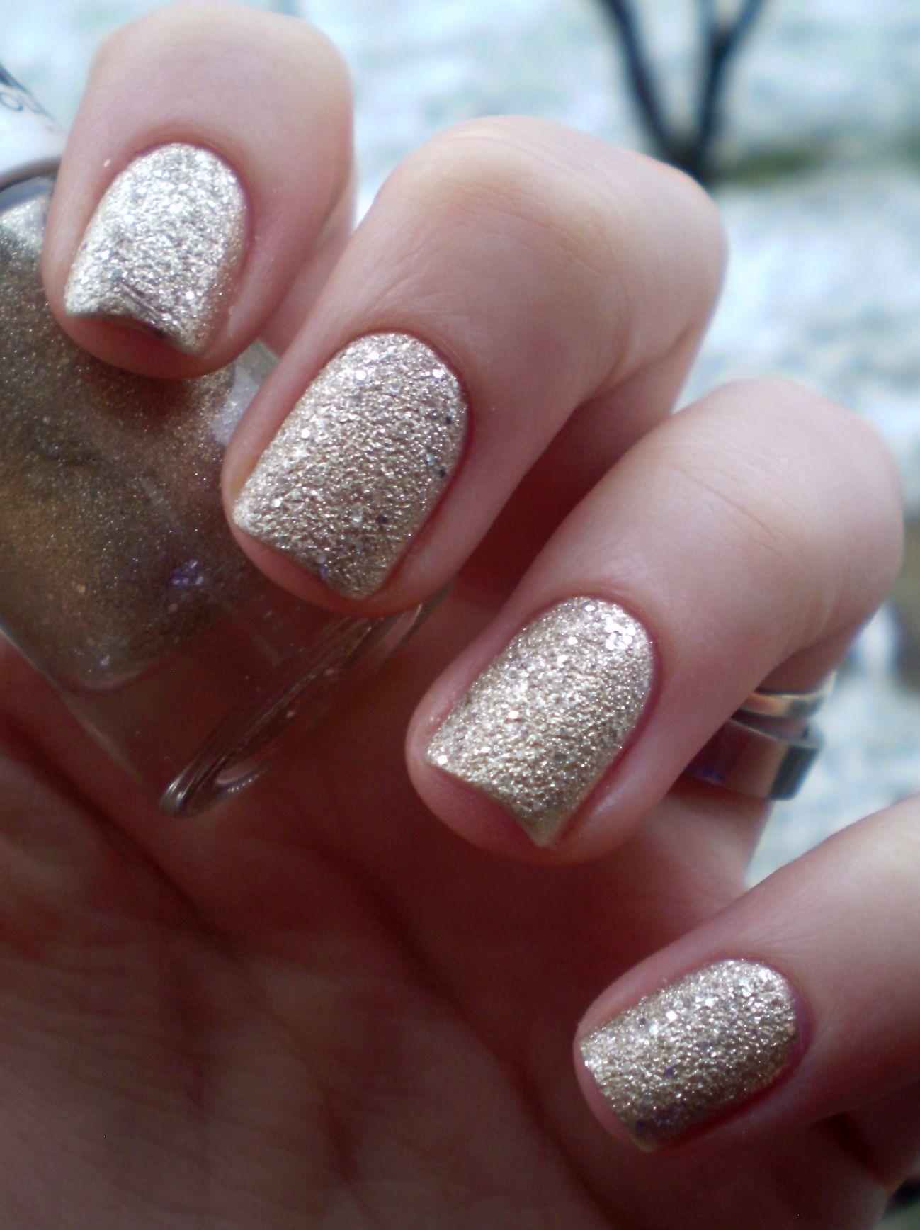 Look by Bipa Coloured Sand Nail Polish - Glitter Gold http://bits-n ...