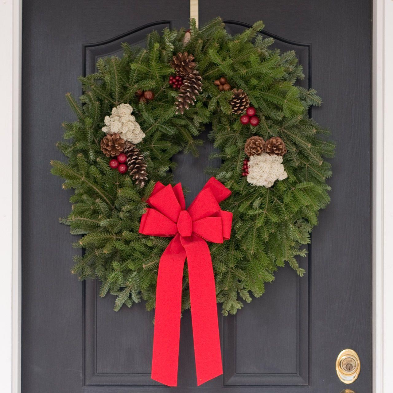 original christmas wreath our fresh christmas wreaths holiday rh pinterest com