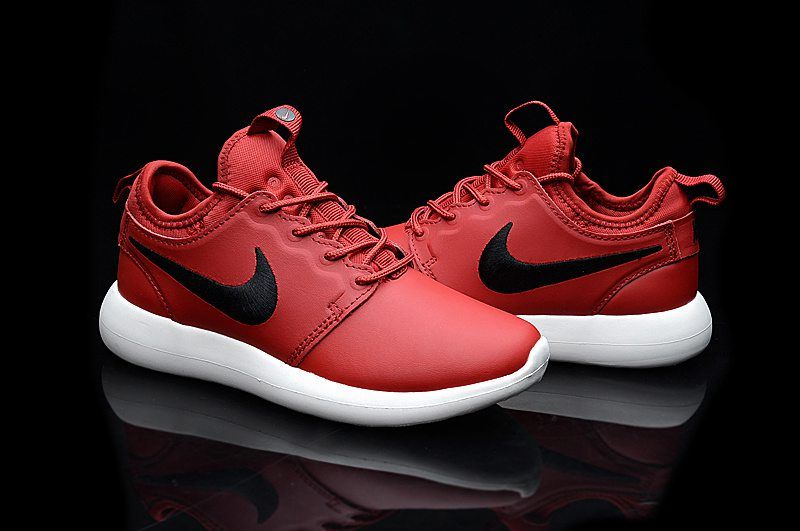 Encadenar Caballero amable Abuelo  Nike Roshe Run Two Leather Red Black Shoes | Red and black shoes, Nike  shoes roshe, Nike shoes girls