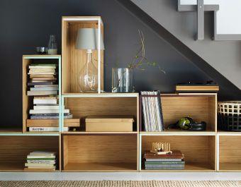 Cajas de almacenaje de ikea apiladas debajo de una for Ikea paravento catalogo