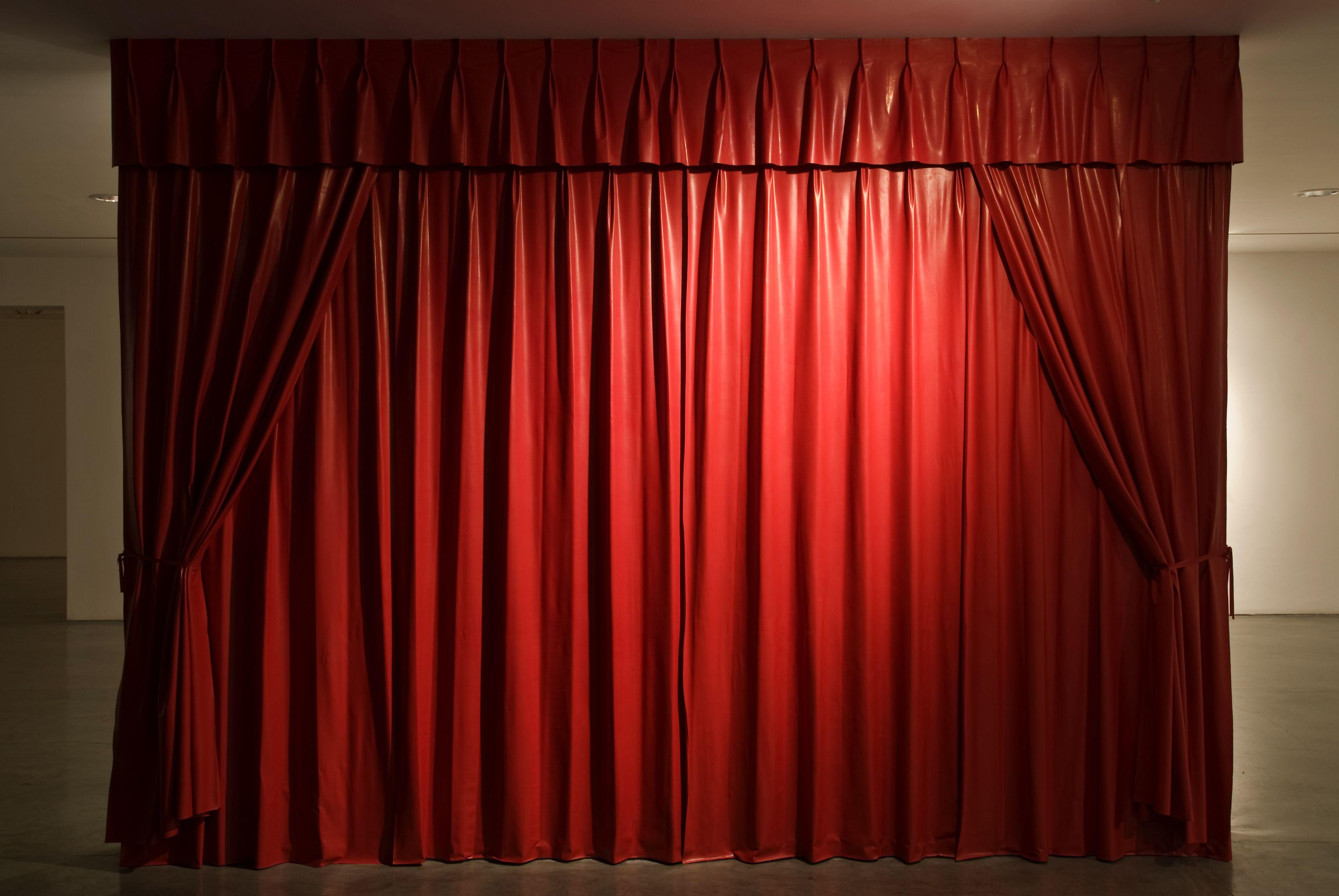 Cortinas rojas para hotel locaci n escogida pinterest - Cortinas para escenarios ...