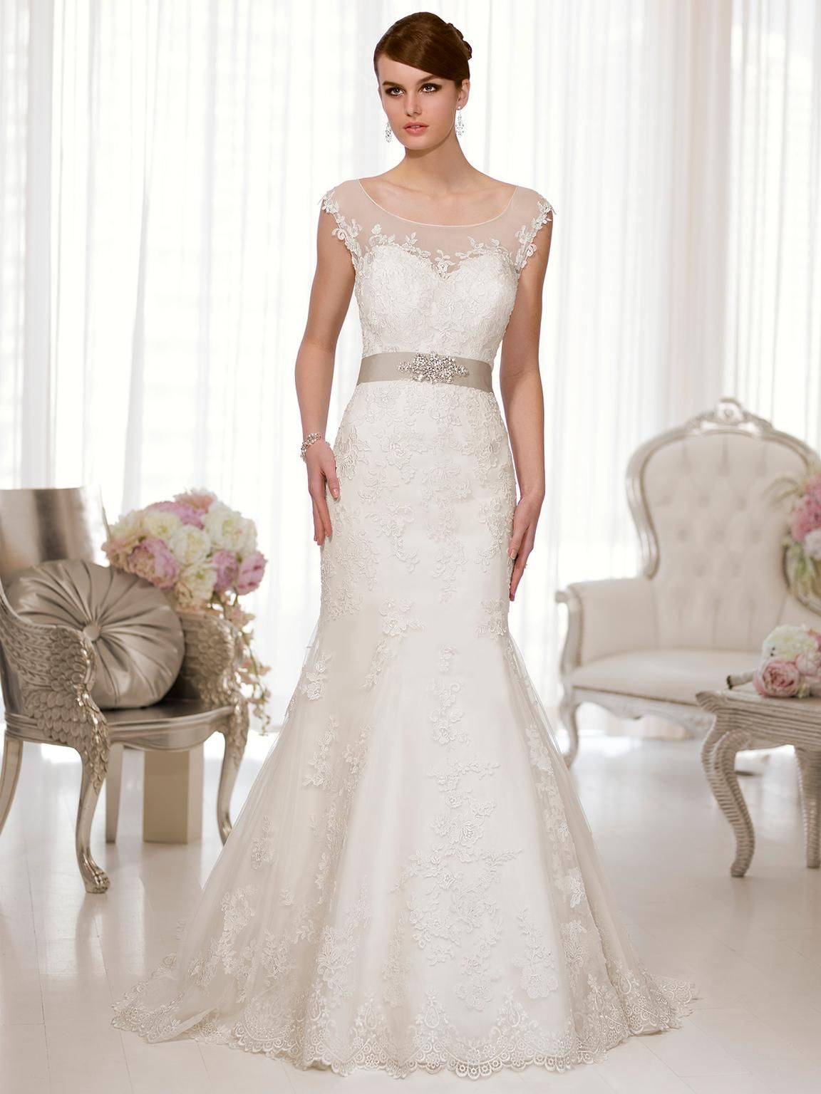 Essense of Australia D1562, 800 Size 6 Used Wedding