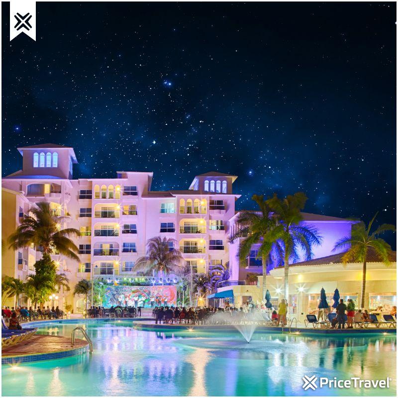 Un cielo estrellado en el paraíso caribeño. Este hotel es el Barceló Costa Cancún, muy cerca de los clubes nocturnos más populares de Cancún. ¿Se te antoja conocerlo?