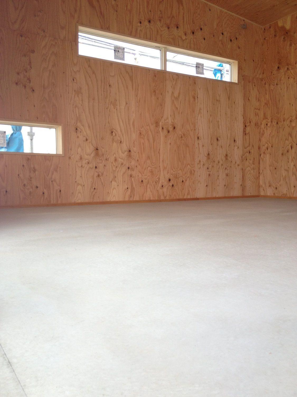 内装 コンパネ コンクリートの床 コンクリートの床 倉庫 リノベーション 内装