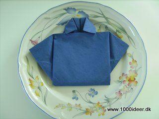 Fold servietten som en polo-shirt – fx konfirmation