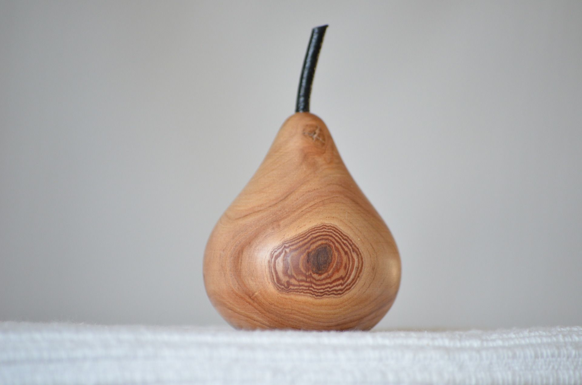 Tour A Bois Accessoires avec poire en bois naturel tourné artisanalement 02 : accessoires de