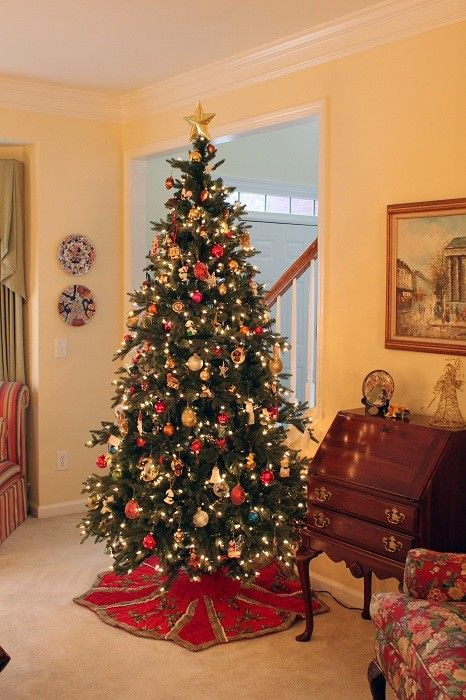 10 Amazing Christmas Tree Decorating Ideas