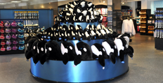 The Shamu Shop | SeaWorld San Diego | Visual Displays | Pinterest ...