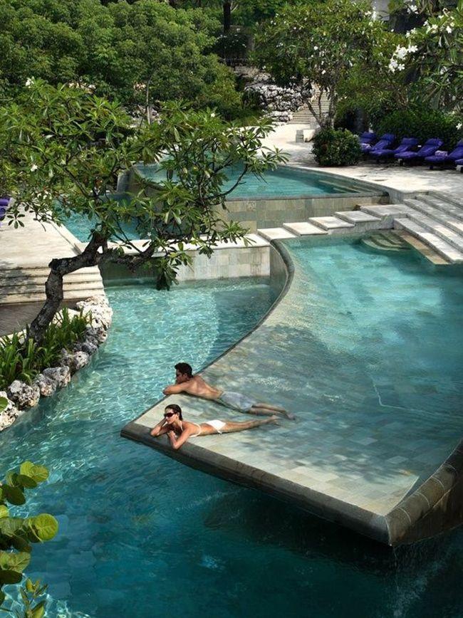 Carrelage piscine pates de verre vert et noir métallique, couleur d