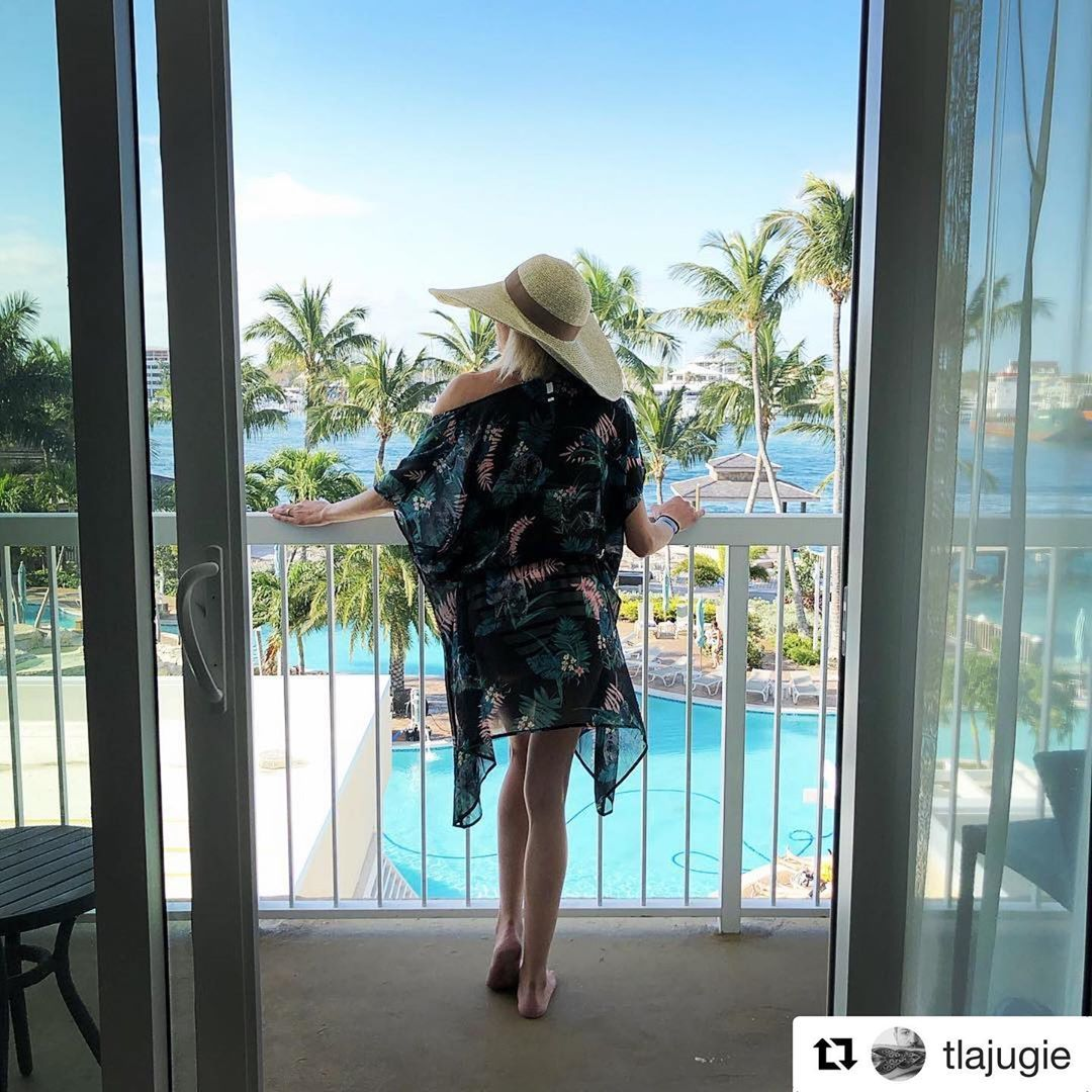 Get a room with a balcony so the beauty of is just steps from your bed. 📷 @tlajugie