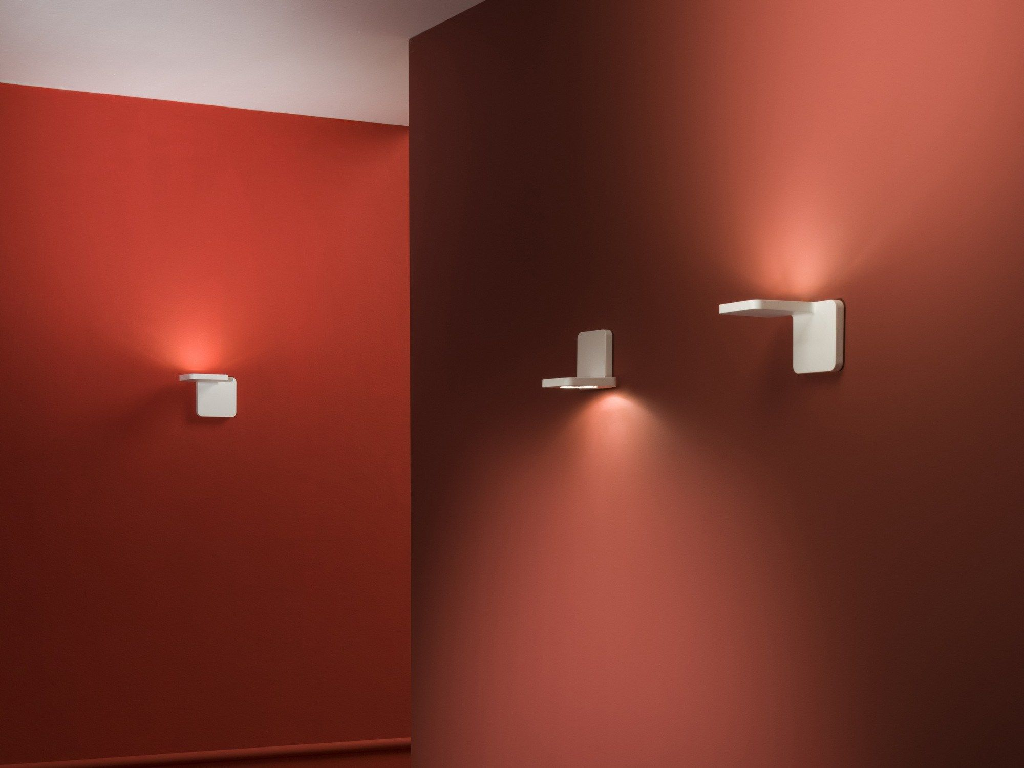 Led die cast aluminium wall light with dimmer quad by linea light