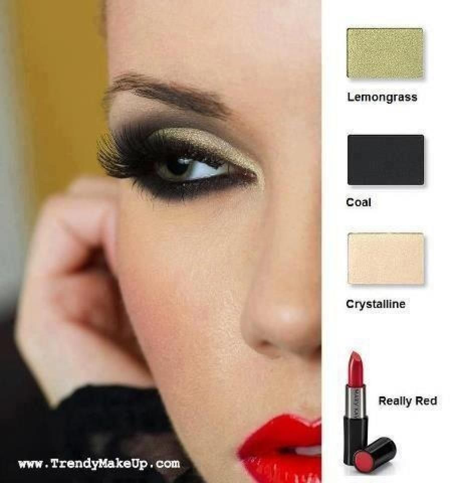3 Ways to Try the Gorgeous Color Blocked EyelinerTrend picture