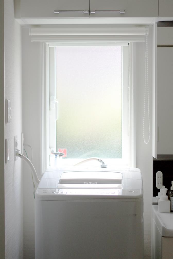 Web内覧会29 シンプルな洗面脱衣室 4 4 窓 ドア ロールカーテン