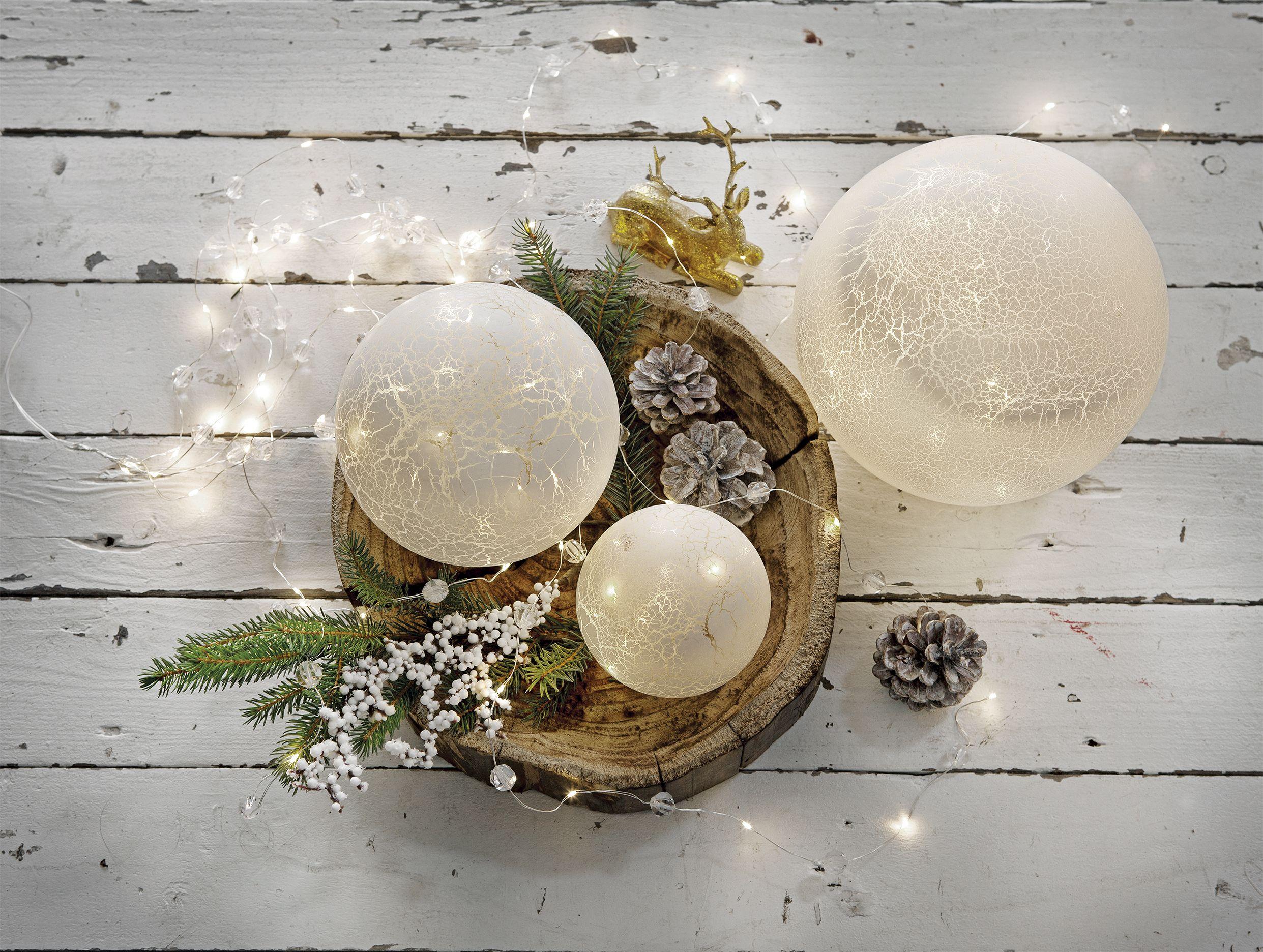 Feestdagen Natuurlijke Kerstdecoratie : Versier je plateau of dienblad met lichtbollen #kerst