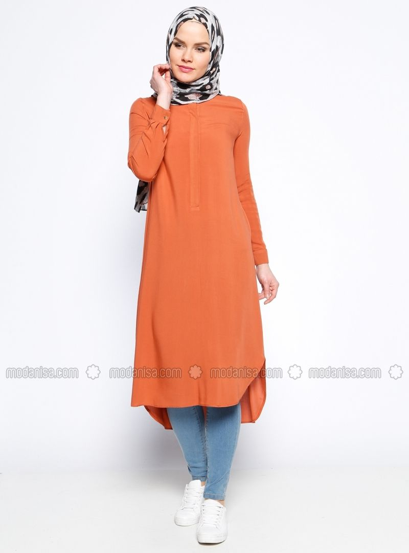 e3ee68c5fee25 Tunique longue orange jean Robe Soirée Hijab, Femme Hijab, Tenue Femme,  Tunique Orange