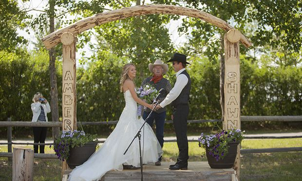 Love her dress! {Heartland actress Amber Marshall's ranch wedding}