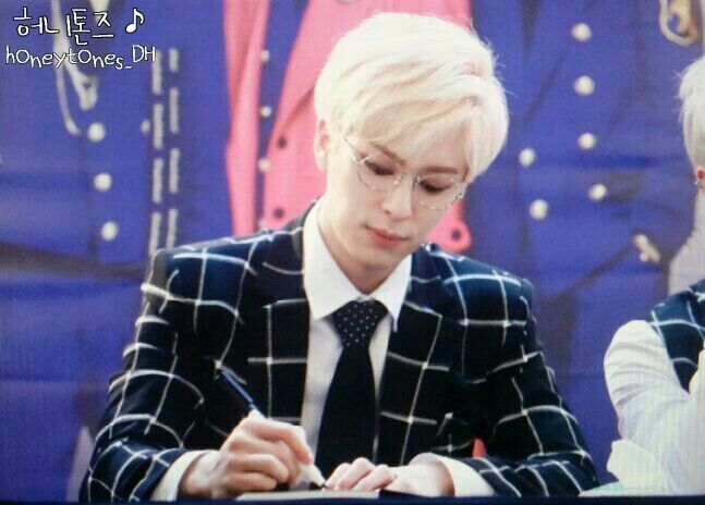 [PIC] 150321 #보이프렌드 Donghyun at Yeouido Fansign #BOUNCE (cr:honeytones_dh)