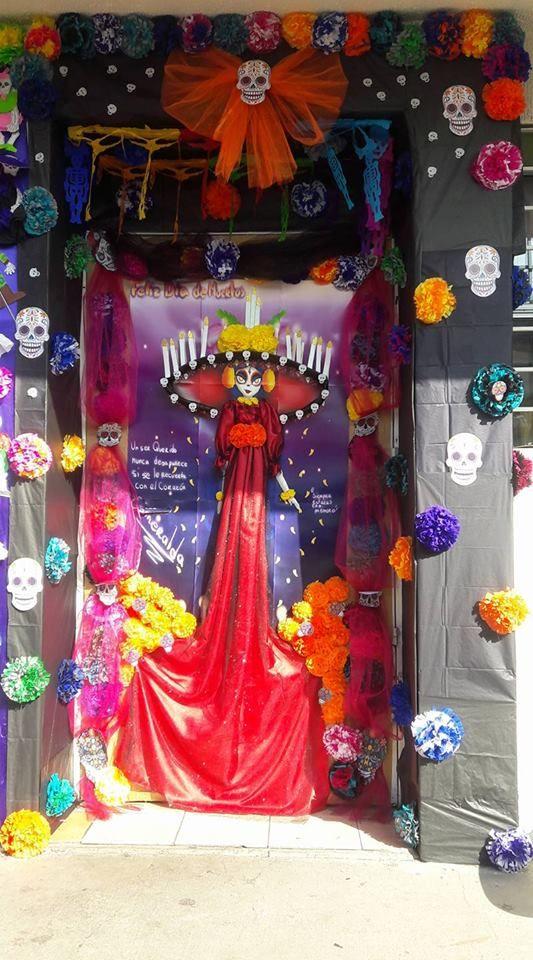 Puerta decorada de noviembre d a de muertos puertas for Decoracion de puertas de dia de muertos
