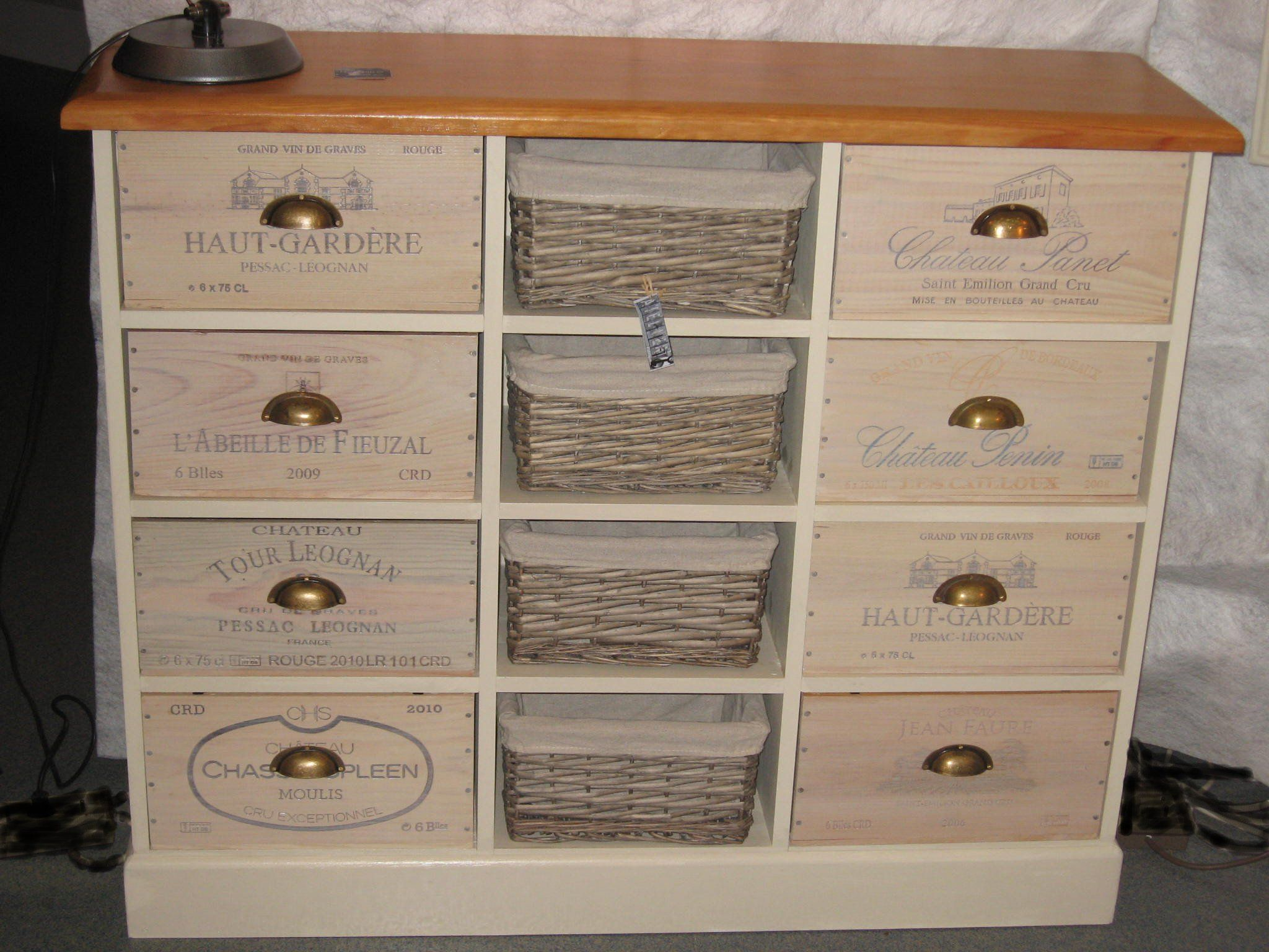 Chiffonier en caisses de vin recycl es meubles d co for Meuble caisse vin