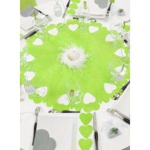 Centre de table intissé vert anis perforé coeurs 73 cm les 5 avec confettis coeurs vert anis