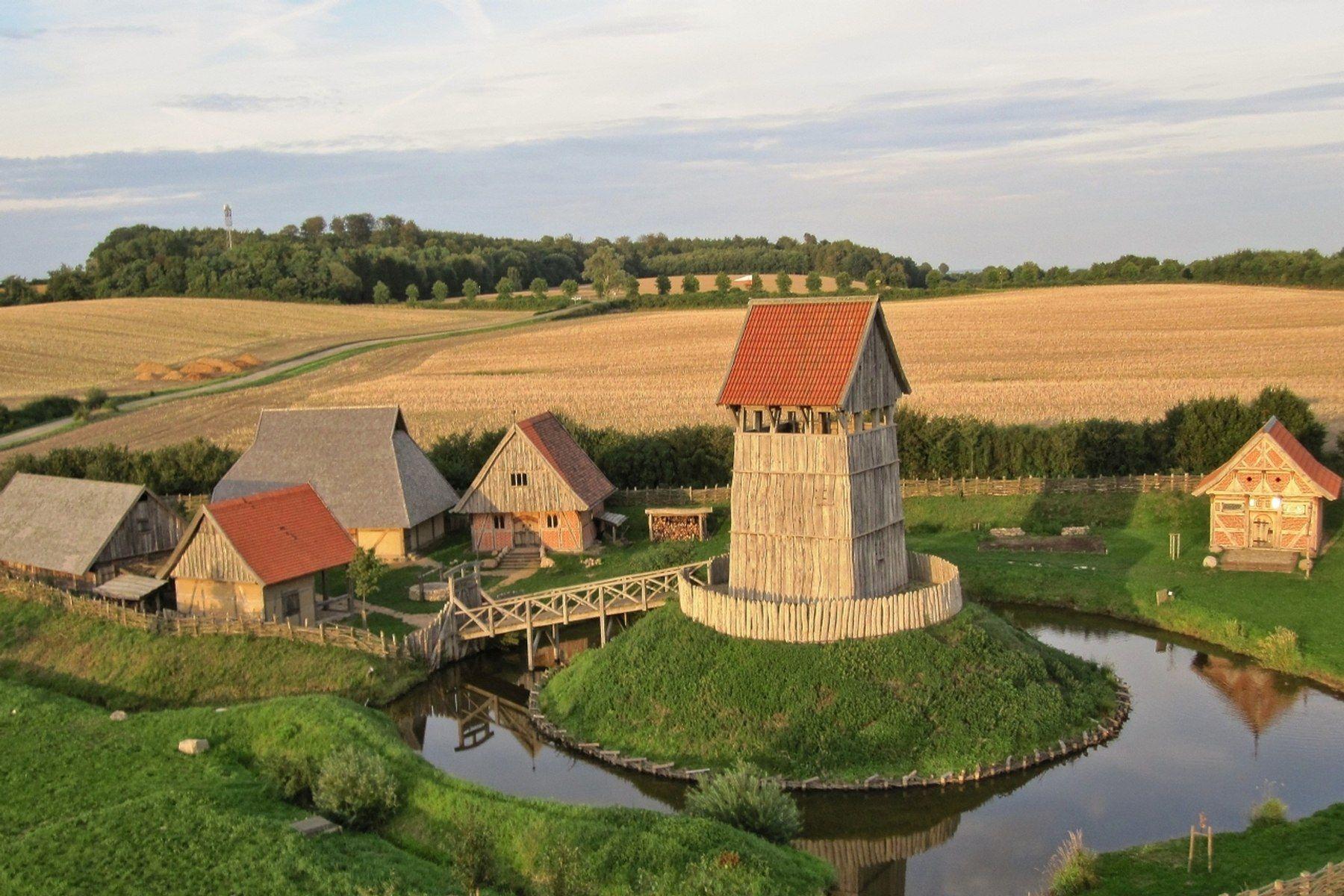 Turmhugelburg Lutjenburg Burg Mittelalterliche Burg Antike Gebaude