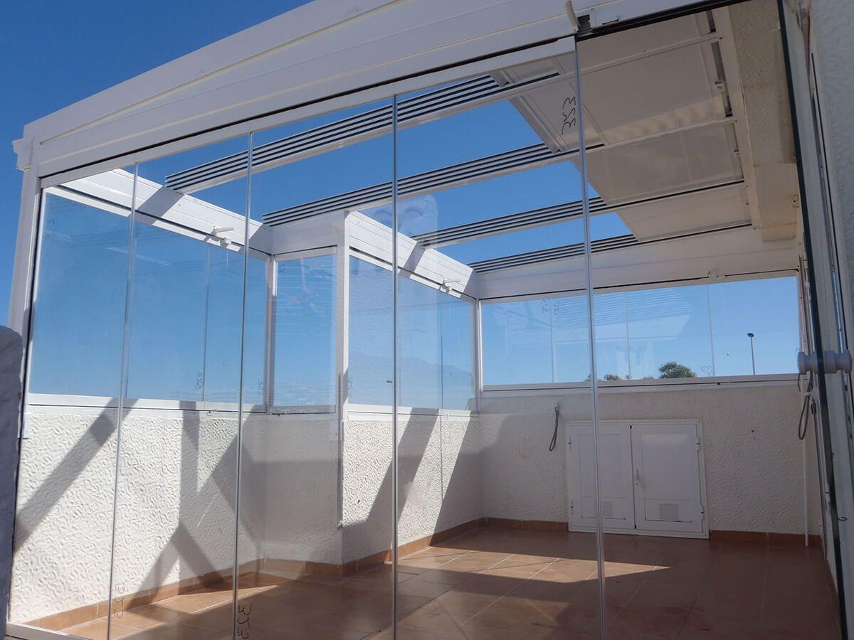 Coberti Techo Movil De Cristal En Terraza Con Cerramiento De Cristal Sin Marcos Techo Movil Techo De Cristal Techos De Policarbonato Cerramientos Terrazas