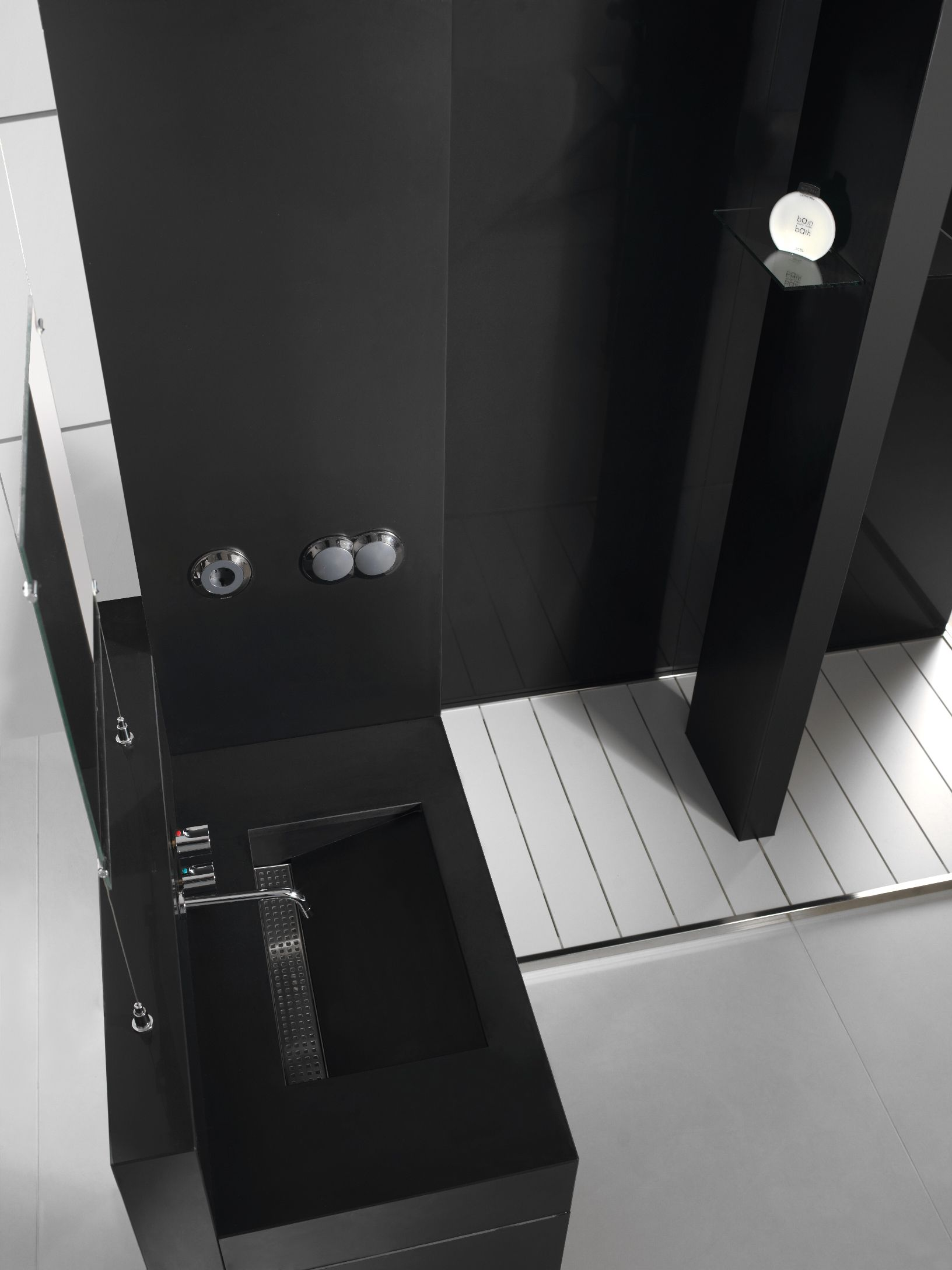 Pared lavabo equilibrium silestone color negro tao for Platos de ducha de silestone fotos