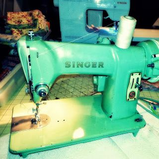 TOYE DOES IT WORK!   Vintage 1950's Singer 185k Sewing Machine