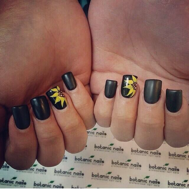 Black And Flowers Sunflower Nails Flower Nails Black Acrylic Nails