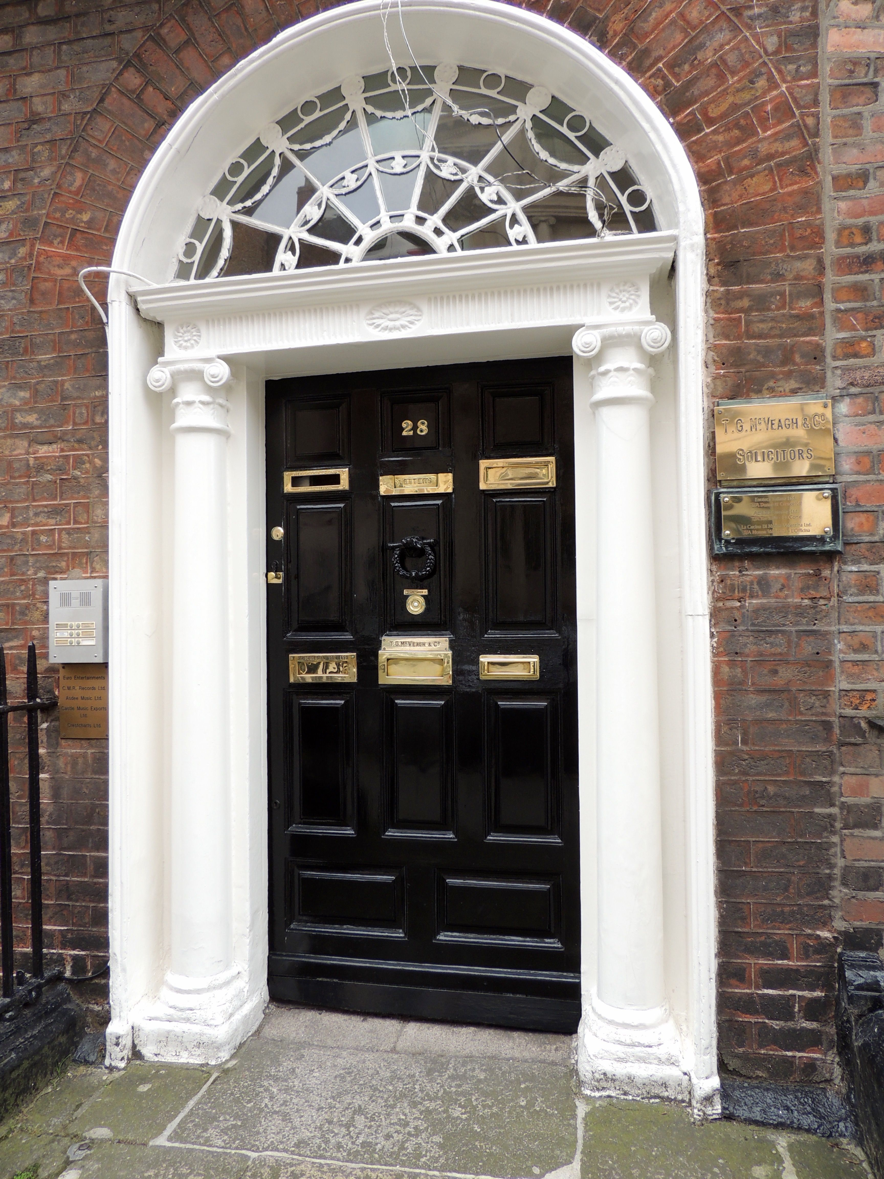 Christmas in Ireland - Shannon Princess Luxury ...  |Ireland Door Decorations