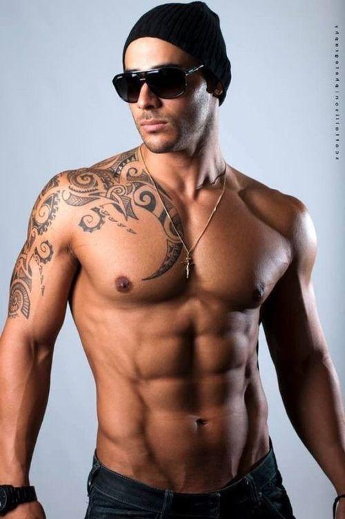Diseños de Tatuajes en el pecho para hombres tribal Pinterest