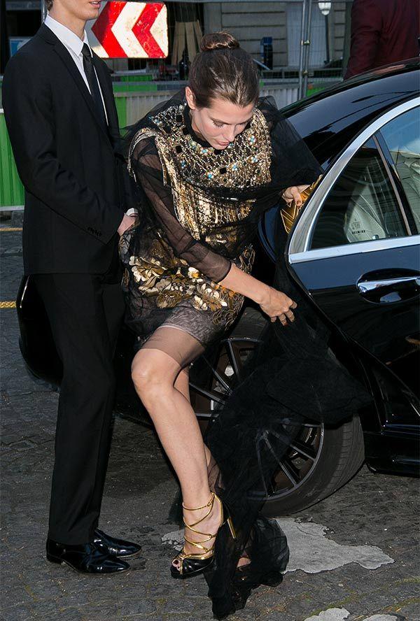 Carlota Casiraghi o cuando un extraño vestido te mete en problemas