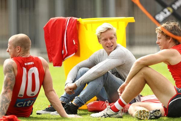 Isaac Heeney Photos Photos - Isaac Heeney of the Swans looks from the sidelines during a Sydney Swans AFL training session at Lakeside Oval on March 8, 2017 in Sydney, Australia. - Sydney Swans Training Session