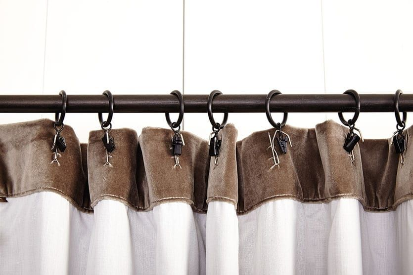 What S The Best Way To Hang Your Drapery Curtains With Rings Hanging Curtains Curtain Rings With Clips