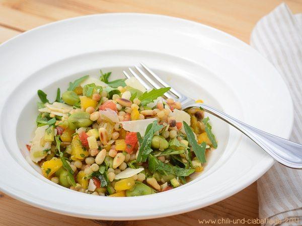 Bunter Salat mit Fregola sarda