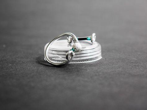 Einen Ring aus Draht und Perlen kannst du ganz leicht selber machen ...