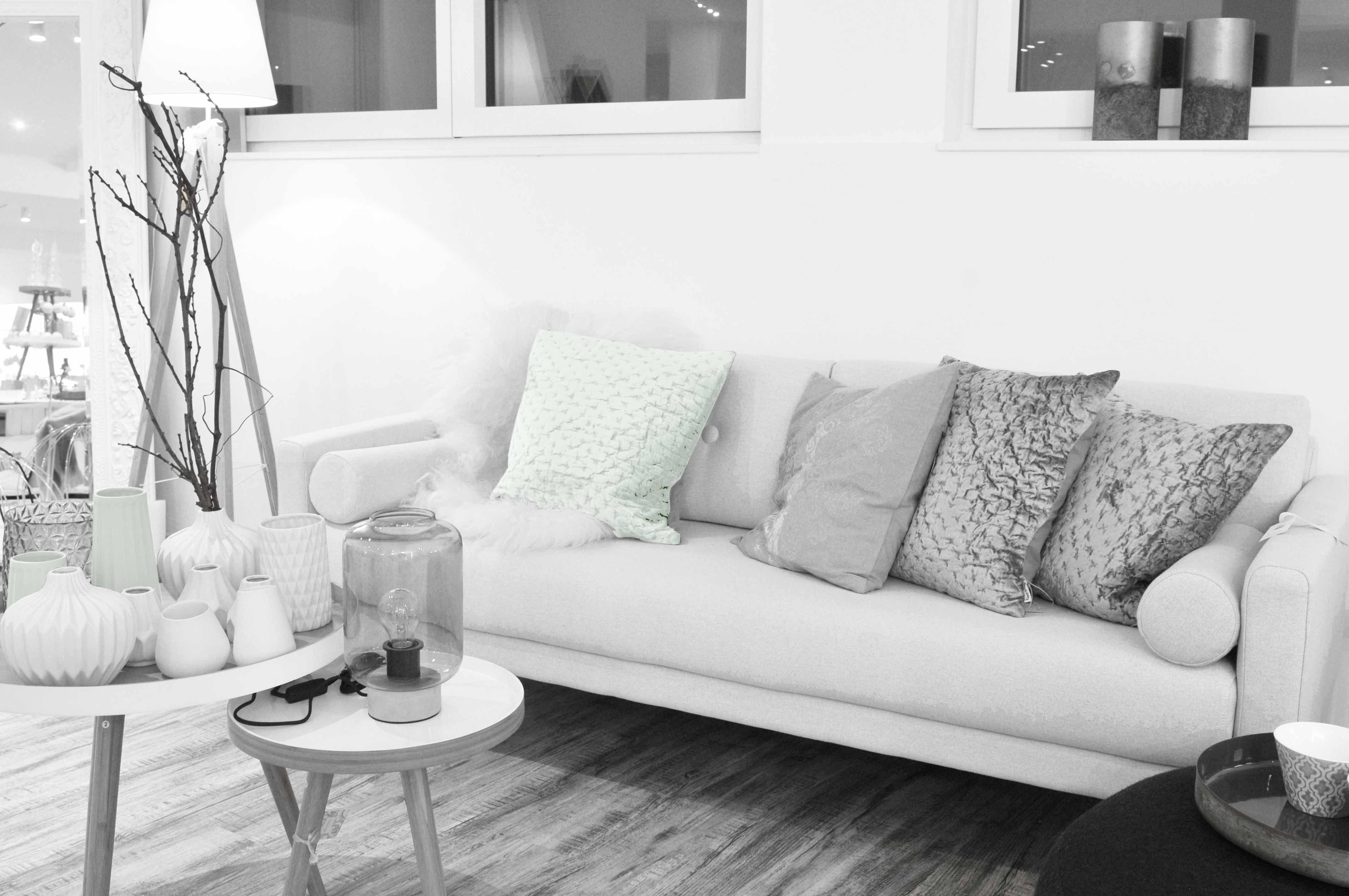 Zeit für mehr Farbe im Wohnzimmer. Farben und Materialien MIXED ...
