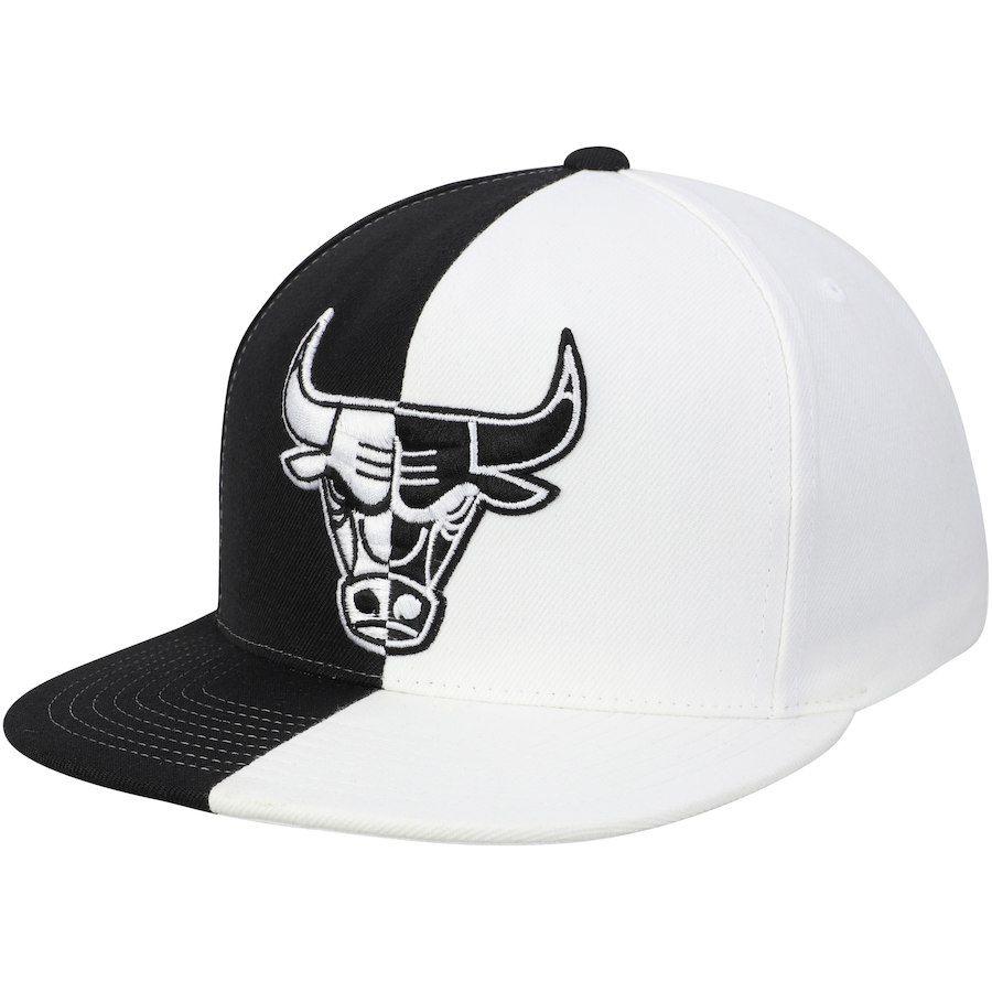 b1039e11 Men's Chicago Bulls Mitchell & Ness Black/White Split Snapback Hat, Your  Price: $31.99