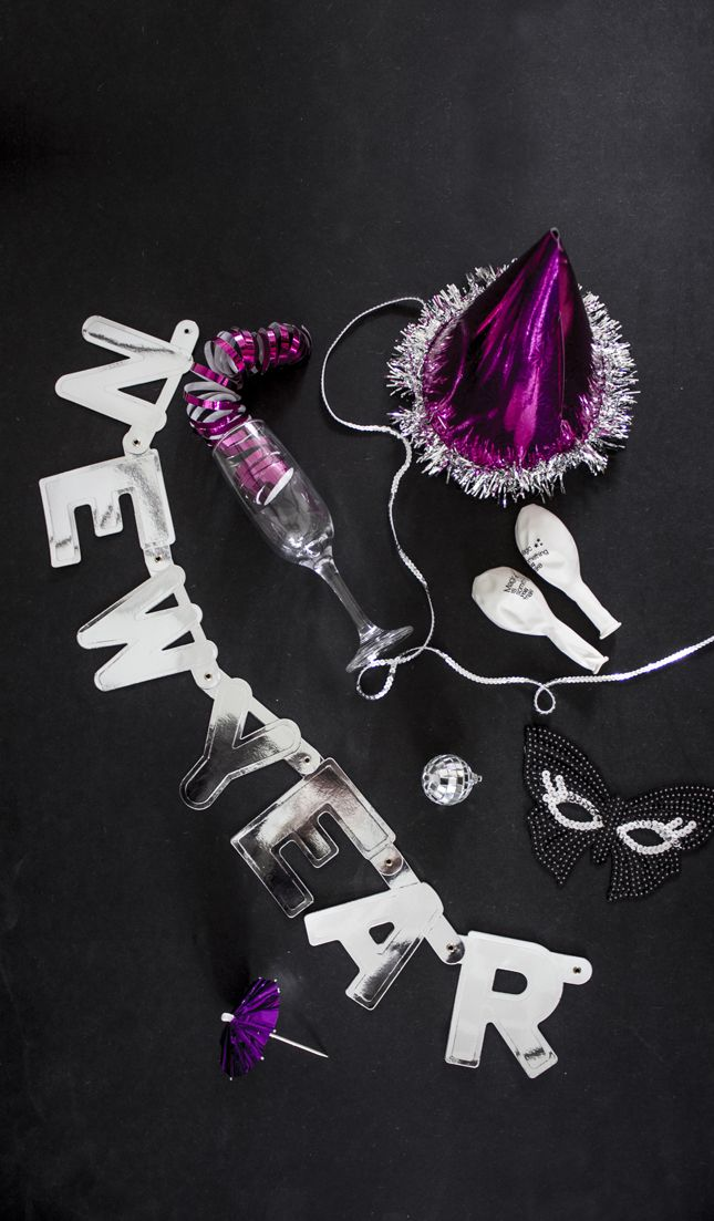 NEW YEAR'S EVE DECORATION Inspirational material for New year's eve. Table setting, table decoration and DIY. #Nytår #Nytårsaften #Newyearseve #inspiration