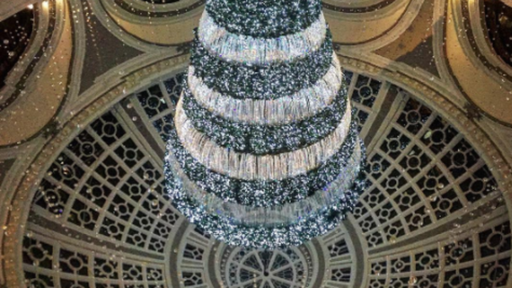 Upside-down Christmas tree at Westfield Centre is a stroke of Instagram brilliance | Upside down ...