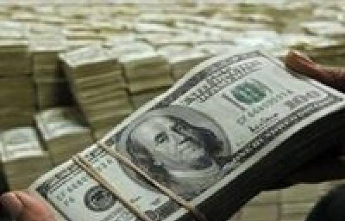 أسعار الدولار مقابل الجنيه في البنوك الرسمية هذا النهار الجمعة 17 2 2017 واصل سعر صرف الدولار هذا النهار الجمعة مسلسل Dollar Money Money Stacks Us Dollars