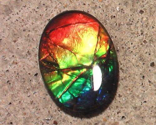 Flashy bright 'rainbow' natural ammolite gemstone quartz cap