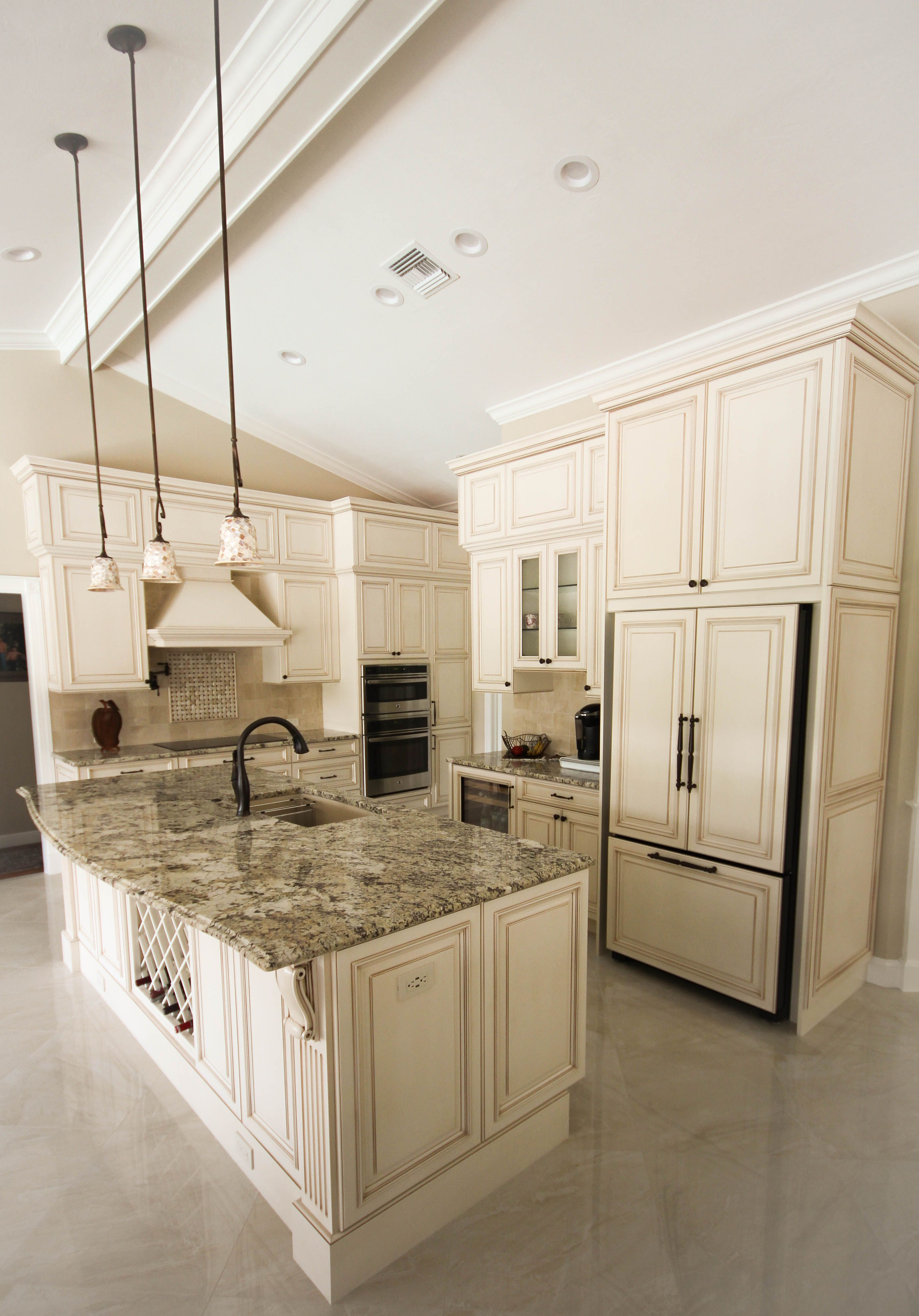 Kitchen Remodel Transitional Traditional White Cabinets Square Raised Panel Door Sty Traditional Kitchen Cabinets Kitchen Remodel Remodeling Renovation