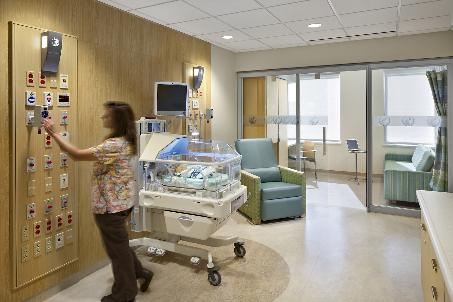 Hospital room with patient and family - Room