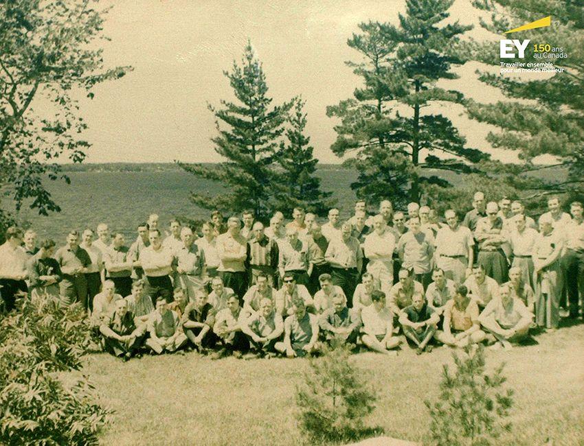 Réunion annuelle du personnel de Woods, Gordon & Co., à Muskoka, en Ontario, en 1964. #EYCan150
